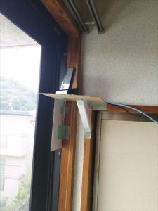 とりあえず段ボールで仮の設置台を作ってその上に置きました。